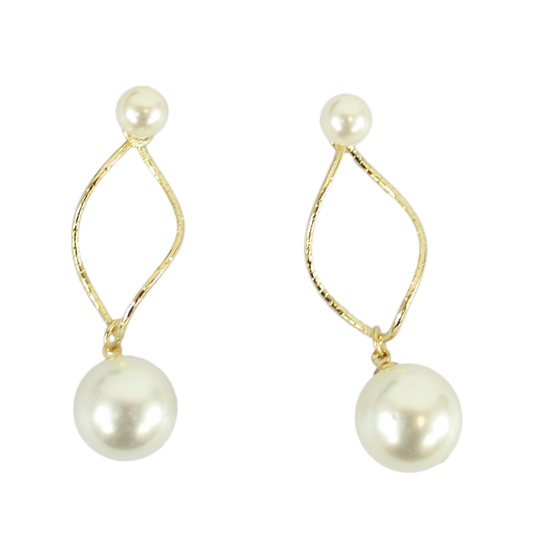 Dangle earrings with big and small white pearls