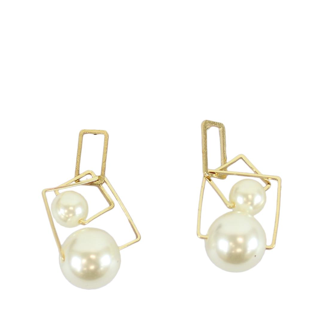 Dangle earrings with pearls